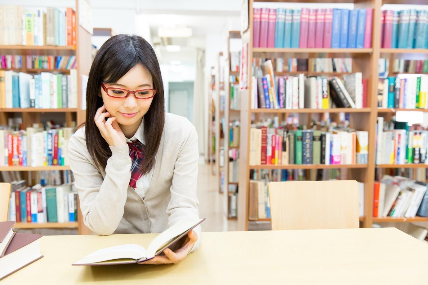 【PC持ち込みOK!】電源やWi-Fiが使えるオシャレ図書館まとめ