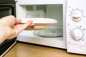 一人暮らしの自炊は電子レンジを活用すべし!電子レンジだけで作れる5個のお手軽レシピ&5個の調理グッズ